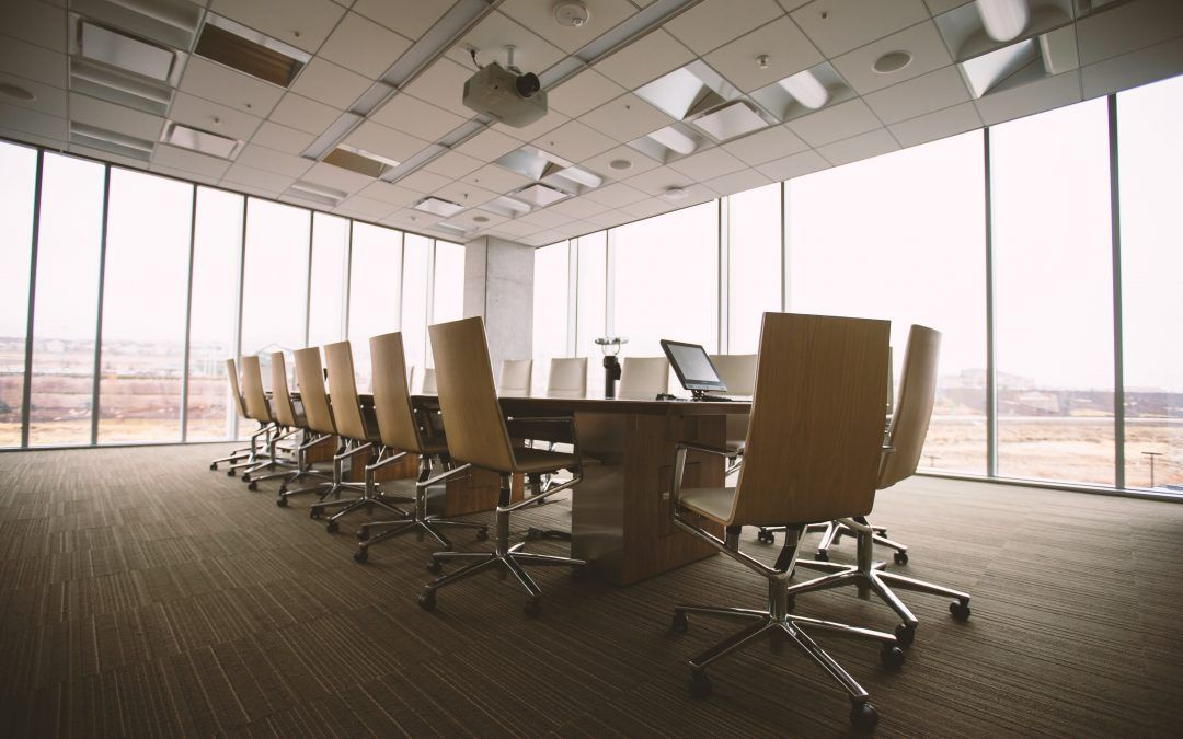 ¿Qué 5 barreras impiden a la mujer llegar a los puestos de dirección y poder?